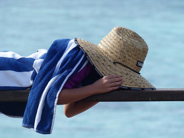 repos enfant avec chapeau-parents31.fr